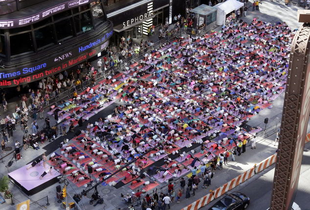 Santosha at the 2014 Solstice in Times Square